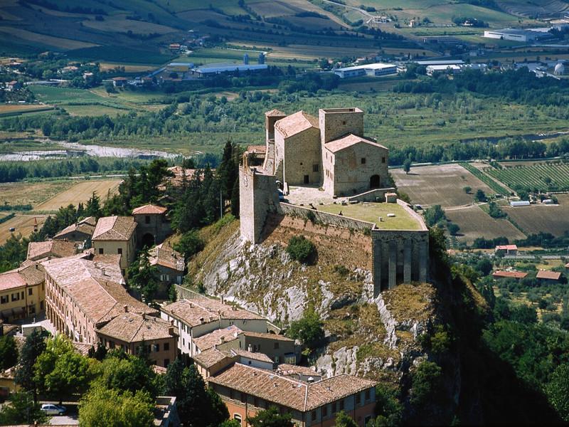 Verucchio vista dall'alto e il suo castello